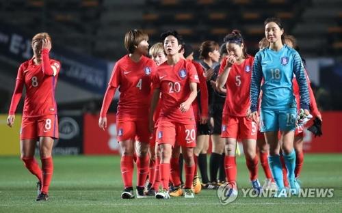 試合後、肩を落とす韓国代表=15日、千葉(聯合ニュース)