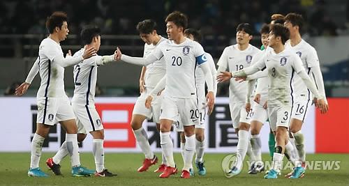 大会初の2連覇を達成した韓国イレブン=(聯合ニュース)