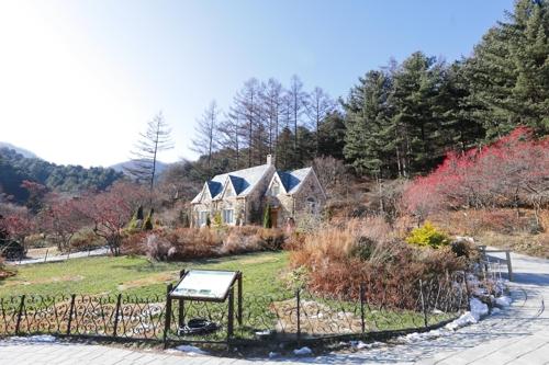 青々とした芝生が広がる「Jの小屋庭園」=(聯合ニュース)
