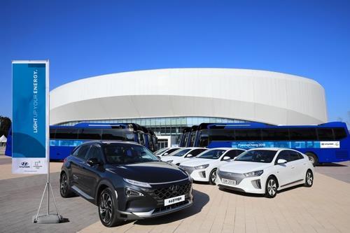 江陵の五輪競技場前に並べられた次世代FCVなど現代自動車の車両(同社提供)=(聯合ニュース)