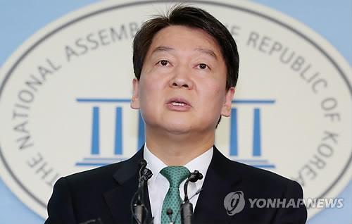 記者会見を行う安代表=20日、ソウル(聯合ニュース)