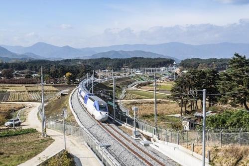 22日に開通するソウルと江陵をつなぐKTX京江線=(聯合ニュース)