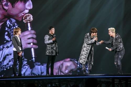 日本での入隊前最後のコンサートを行ったBIGBANG(YGエンターテインメント提供)=(聯合ニュース)