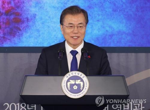 新年のあいさつ会で発言する文大統領=2日、ソウル(聯合ニュース)