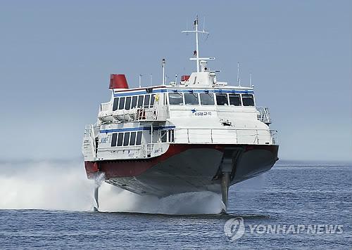 釜山と福岡を結ぶ高速船「コビー」(資料写真)=(聯合ニュース)