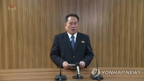 朝鮮中央テレビで北朝鮮側の立場を発表する李善権氏=3日、ソウル(朝鮮中央テレビ=聯合ニュース)