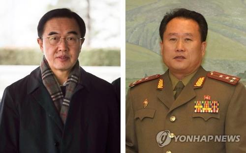 韓国の趙明均・統一部長官(左)と北朝鮮の李善権・祖国平和統一委員長がそれぞれ代表団の首席代表を務める(資料写真)=(聯合ニュース)