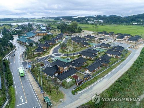 江陵市が宿泊先として提案した宿泊施設「烏竹韓屋村」(資料写真)=(聯合ニュース)
