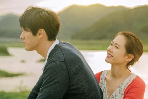 韓国映画「いま、会いにゆきます」(ロッテエンターテインメント提供)=(聯合ニュース)