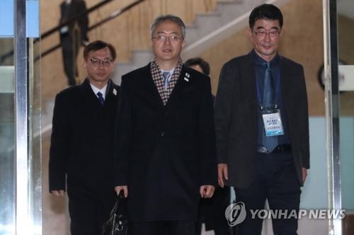 板門店に向かうためソウルを出発する韓国代表団=15日、ソウル(聯合ニュース)
