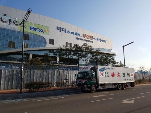 釜山に到着したトラック(田形氏提供)=(聯合ニュース)
