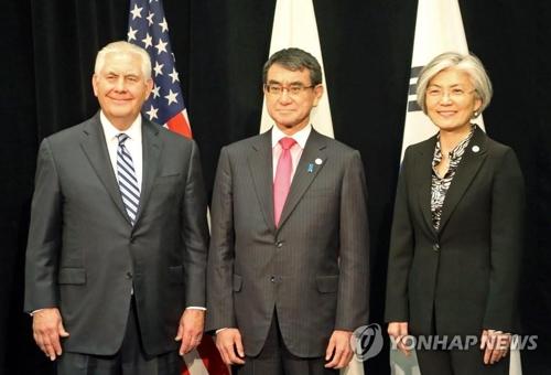 韓米日3カ国の外相、右端が韓国の康京和氏=16日、バンクーバー(聯合ニュース)