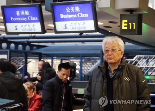 北京国際空港に到着した張氏=23日、北京(聯合ニュース)