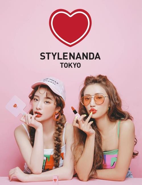 東京・原宿にある韓国ファッションブランド「スタイルナンダ」の旗艦店のポスター(スタイルナンダのホームページより)=(聯合ニュース)