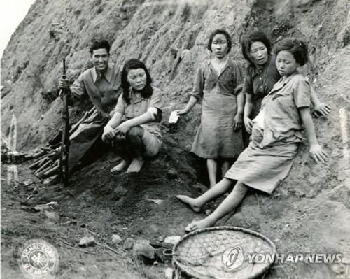 1944年に中国・雲南省で撮影された韓国人慰安婦の映像の一部(ソウル市・ソウル大人権センター提供)=(聯合ニュース)