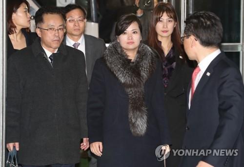 1月22日、北朝鮮に戻る芸術団の事前視察団=(聯合ニュース)