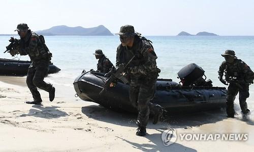 昨年の訓練で上陸作戦演習を行う韓国海兵隊(資料写真)=(聯合ニュース)