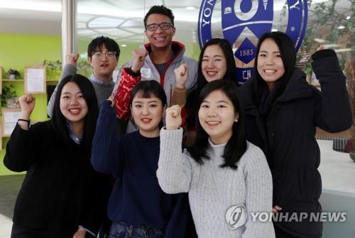 平昌五輪にボランティアとして参加する韓米日の大学生(延世大原州キャンパス提供)=2日、ソウル(聯合ニュース)