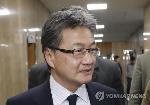 政府ソウル庁舎を訪れたジョセフ・ユン国務省北朝鮮担当特別代表=2日、ソウル(聯合ニュース)