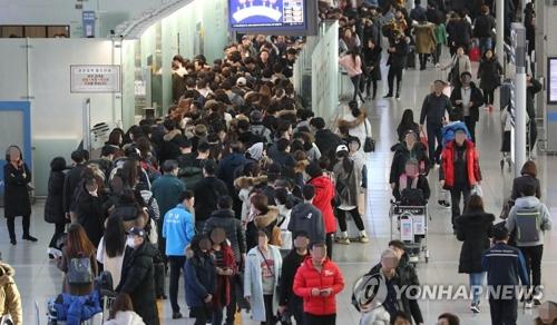 海外旅行に出かける人々で混雑する仁川国際空港(資料写真)=(聯合ニュース)