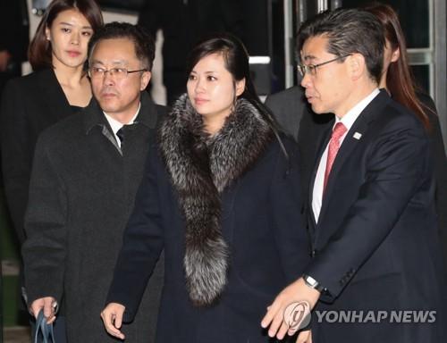 1月22日、視察を終えて北朝鮮に戻る三池淵管弦楽団の玄松月(ヒョン・ソンウォル)団長(写真共同取材団)=(聯合ニュース)