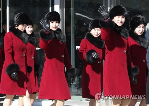 韓国を訪問した北朝鮮の芸術団「三池淵管弦楽団」の女性団員=(聯合ニュース)