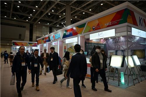 見本市に設置された韓国パビリオン(中小企業中央会提供)=(聯合ニュース)