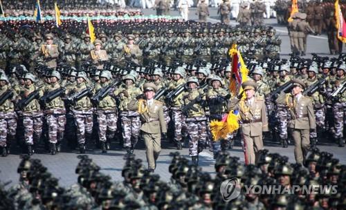8日に平壌で行われた軍事パレード=(朝鮮中央通信=聯合ニュース)