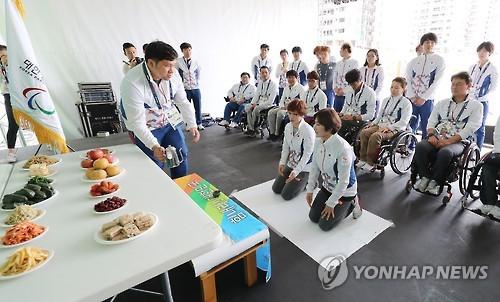 2016年9月15日、リオデジャネイロ・パラリンピックに参加した韓国選手団が秋夕(中秋節)を迎え、現地で祭礼を行っている(資料写真)=(聯合ニュース)