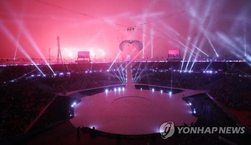 平昌パラリンピックの開会式で華麗な花火が夜空を彩った=9日、平昌(聯合ニュース)