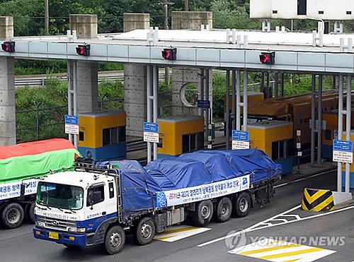 北朝鮮に向けマラリア防疫物資を運ぶ車両(資料写真)=(聯合ニュース)