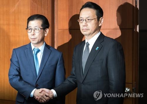 金氏(左)と金杉氏(資料写真)=(聯合ニュース)
