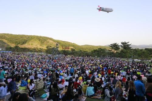 昨年のコンサートの様子(ソウォンベリーGC提供)=(聯合ニュース)