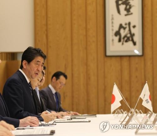 韓国経済人の表敬訪問を受け発言する安倍首相=14日、東京(聯合ニュース)