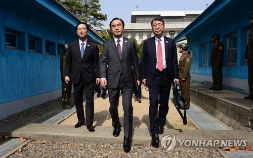 南北閣僚級会談は16日午前10時から軍事境界線がある板門店で開催予定だった。韓国からは趙明均(チョ・ミョンギュン)統一部長官(中央)が首席代表として出席することになっていた(資料写真)=(聯合ニュース)