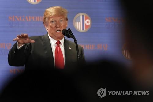 朝米首脳会談後に会見を行うトランプ大統領(資料写真)(AP=聯合ニュース)