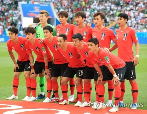 赤いシャツに黒いパンツのユニホームでメキシコ戦に臨んだ韓国代表=(聯合ニュース)