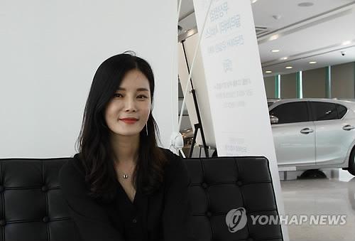 レクサスコリア初の女性支店長を努めるチョ圭姫さん=24日、ソウル(聯合ニュース)
