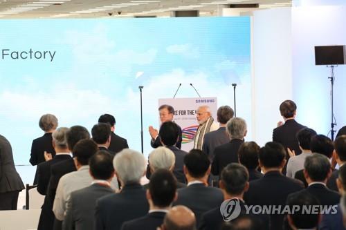 完工式に出席した文大統領(左奥)=9日、ニューデリー(聯合ニュース)