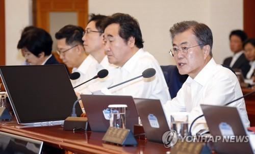 閣議で発言する文大統領(資料写真)=(聯合ニュース)
