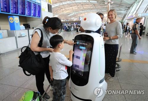 エアスターを操作する搭乗客=11日、ソウル(聯合ニュース)