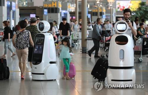 空港内を動き回るエアスター=11日、ソウル(聯合ニュース)