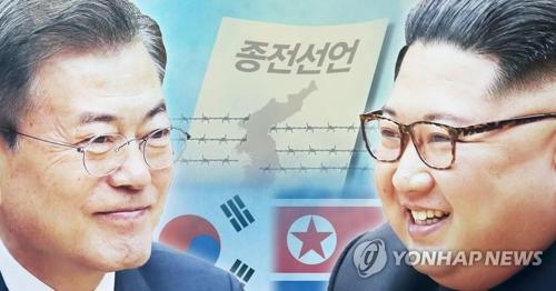 韓国の文在寅(ムン・ジェイン)大統領(左)と北朝鮮の金正恩(キム・ジョンウン)国務委員長(朝鮮労働党委員長)。朝鮮中央通信が終戦宣言の必要性を強調した(コラージュ)=(聯合ニュース)