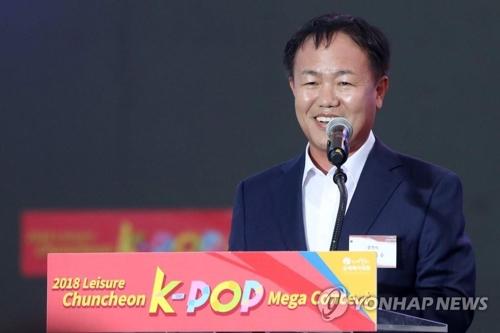 K—POPメガコンサートで開会のあいさつをする李市長=(聯合ニュース)