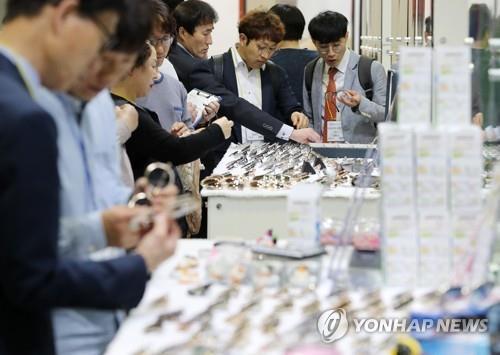 韓国製眼鏡フレームの展示会(資料写真)=(聯合ニュース)
