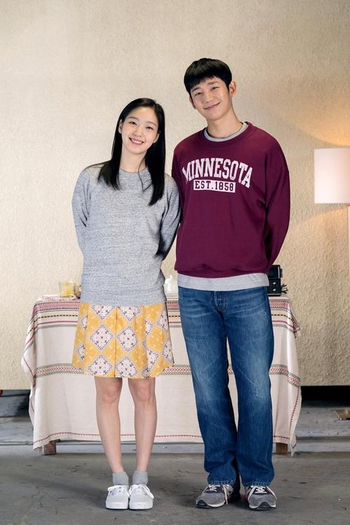 チョン・ヘイン(右)とキム・ゴウン(CGVアートハウス提供)=(聯合ニュース)