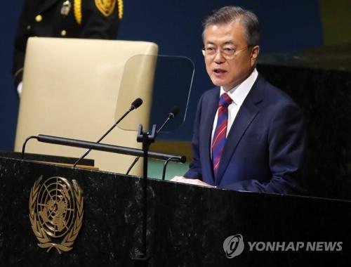 国連で演説する韓国の文大統領=26日、ニューヨーク(聯合ニュース)