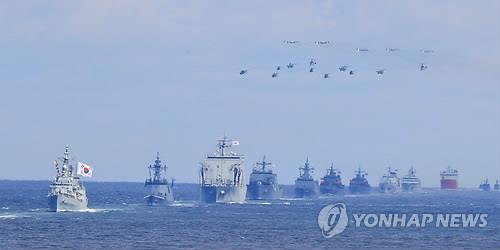 海上パレードの様子=11日、済州(聯合ニュース)