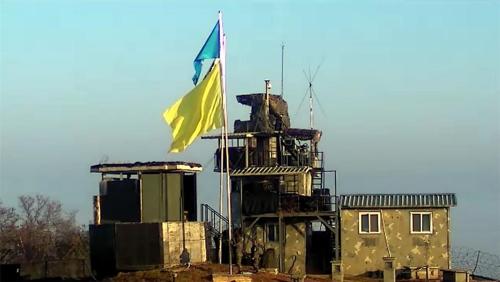 韓国側のGPに掲げられた黄色い旗(国防部提供)=(聯合ニュース)