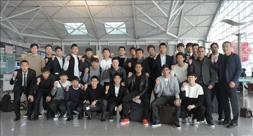 18일 전지훈련 출국에 앞서 기념 촬영을 한 전북 선수단.